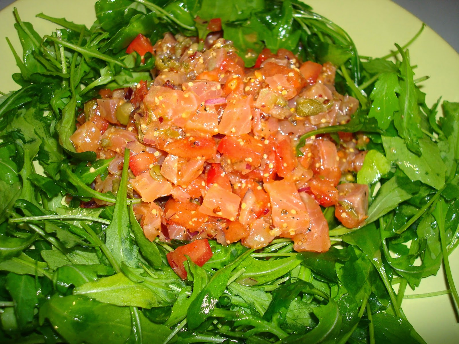 Salmón marinado, rúcula