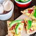 Pizza śniadaniowa z jajecznicą i awokado