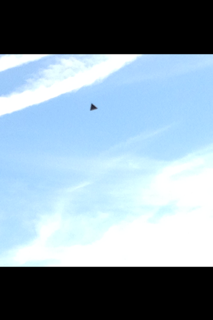 Black Triangle UFO Caught Above Portsmouth 2015, UFO Sightings