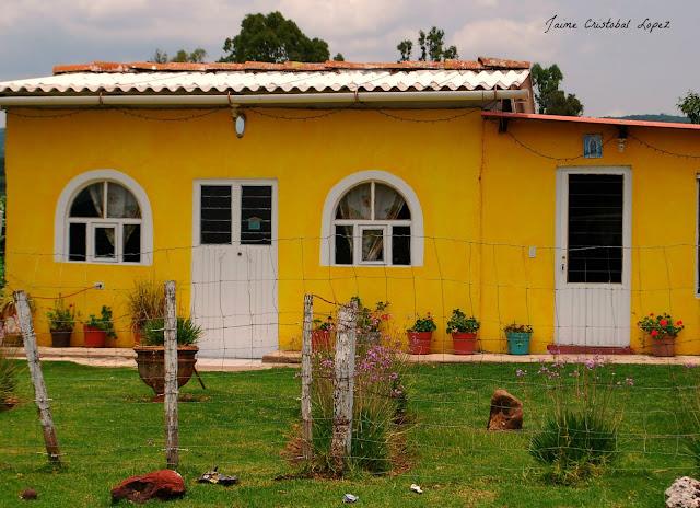 Jaime ramos m ndez casa amarilla en tarecuato michoac n for La casa amarilla banos