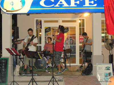 Live Turkish Music At Cafe Pazar in Çalış