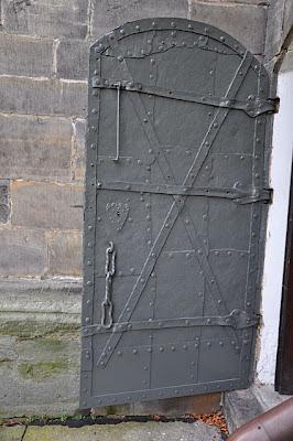 Końskie, kolegiata p.w. św. Mikołaja. Drzwi w południowej ścianie kościoła.