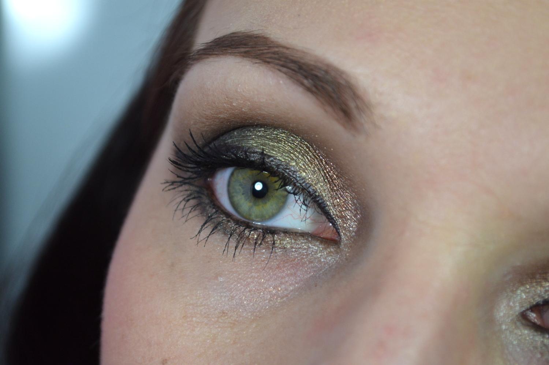 Nahaufnahme eines Augenmakeups