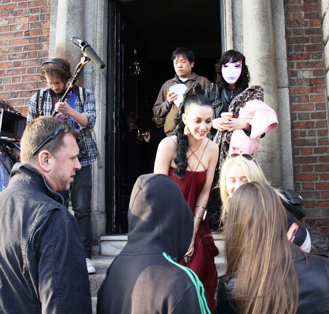 KATY PERRY HOT SEXY PICS PHOTOS LEAVING DUBLIN HOTEL 28 MARCH