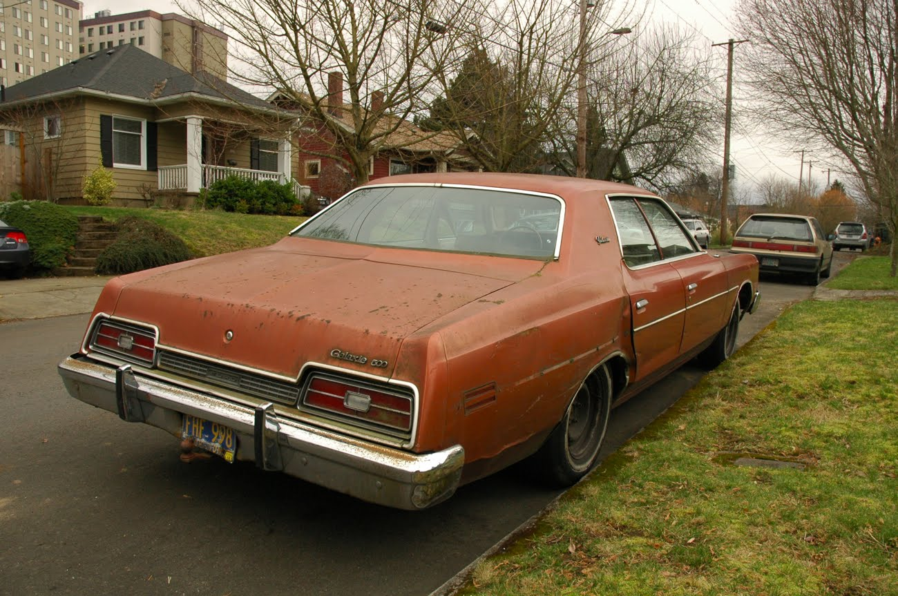 OLD PARKED CARS.: 1973 Ford Galaxie 500 Sedan.