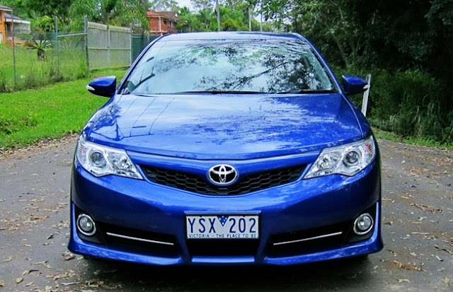 2015 Toyota Camry Atara S Hybrid Review