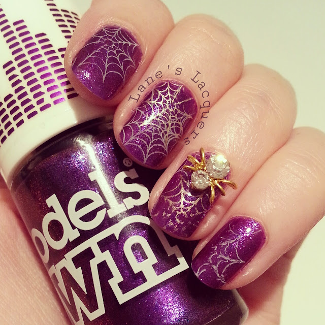 throwback-thursday-models-own-halloween-spider-nail-art (2)
