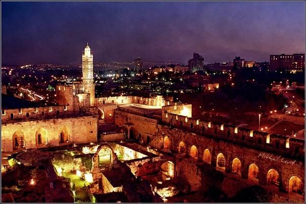 baitul-maqdis-palestin-waktu-malam