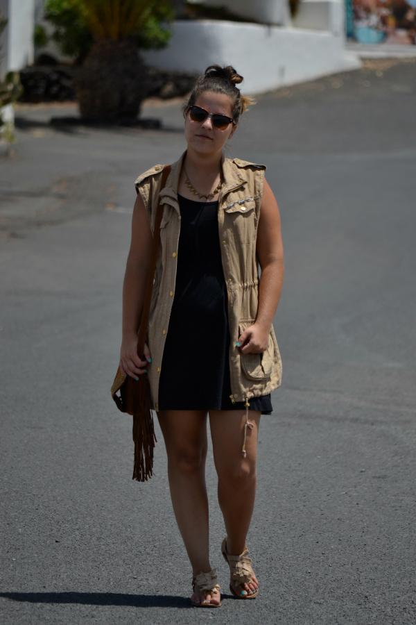 Look_Outfit_Chaleco_Safari_Bolso_Flecos_Primark_Collar_eBay_Nudelolablog_05