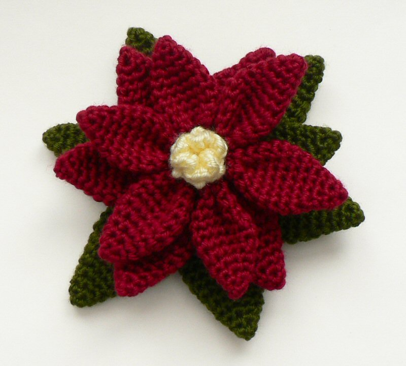 Crochet Patterns : http://www.planetjune.com/blog/free-crochet-patterns/poinsettia/