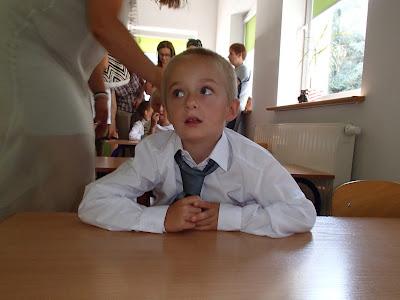 Szkoła podstawowa, pierwsza klasa, pierwszoklasista, sześciolatek w szkole