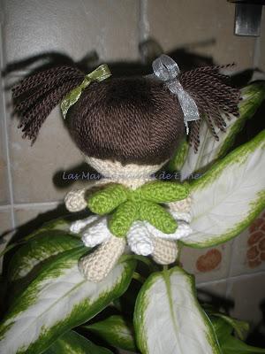 Amigurumi hada margarita realizada a crochet de espaldas
