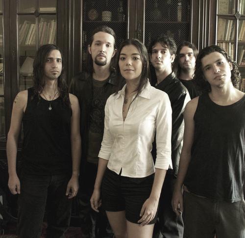 """""""Ashtar"""" é uma maravilhosa jovem banda brasileira formada em 1997 na cidade do Rio de Janeiro pelo guitarrista """"Luiz A. Garcia"""", suas impressionantes composições mesclam o metal progressivo com influência celta da Escócia e outros lugares. Com uma temática envolvendo muito misticismo e visões sobre a Terra, o cosmos e tudo ao redor do globo, ataca com sons marcantes, de certo modo """"viajantes"""", sendo difícil rotular a banda. Como o próprio guitarrista da banda declarou certa vez ao site Wiplash, a banda se considera """"um folk metal progressivo"""", mas é possível perceber, na maioria das músicas de seu primeiro álbum, """"Urantia"""", que a vertente celta está muito mais presente que algum lado progressivo. A banda """"Ashtar"""" nos últimos dez anos, além de conquistar fãs em todos os cantos do mundo, ganhou em 2004 o """"Best New Band Award"""" da revista inglesa Classic Rock Society, fez três turnês internacionais (Europa e México), foi honrada com fã clubes na Polônia e Inglaterra. O Album """"Urantia"""", lançado em 2002 pela Rock Symphony, teve grande aceitação no cenário musical, reviews altamente positivos feitos em diversos sites renderam à banda grande projeção no cenário nacional e internacional. Em 2005, a banda lançou o EP """"Soaring"""", contendo 7 músicas, de forma independente. Particularmente, este EP foi um tanto mais fraco que o álbum, mas ainda assim não deixou de mostrar a qualidade da banda. Recomendo."""
