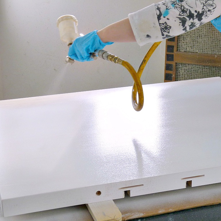 how to apply stain with a spray gun