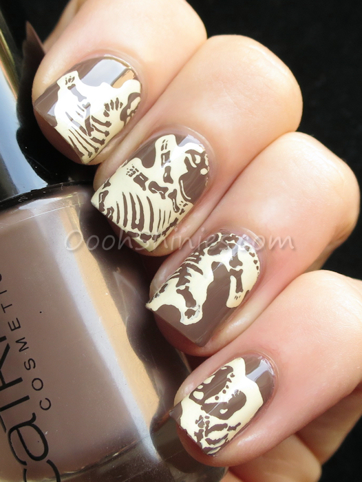 Catrice Lost In Mud with Mundo de Uñas Bones and Messy Mansion MM47