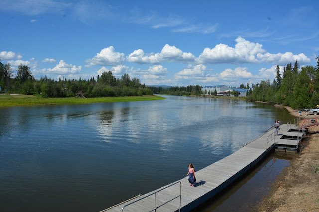 Pikes Waterfront Lodge Fairbanks river
