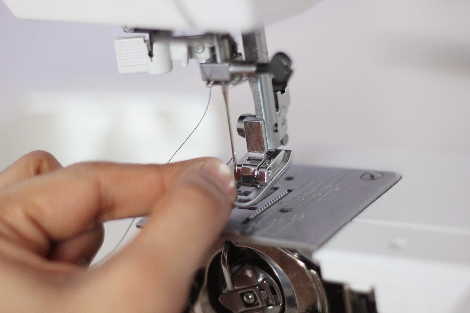 how to insert thread in needle