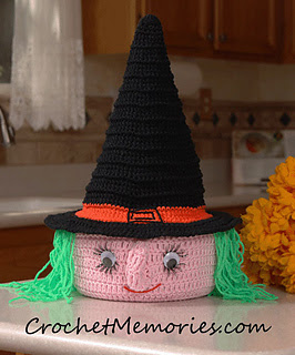 http://www.ravelry.com/patterns/library/0802-casting-a-spell-witch-casserole-cover