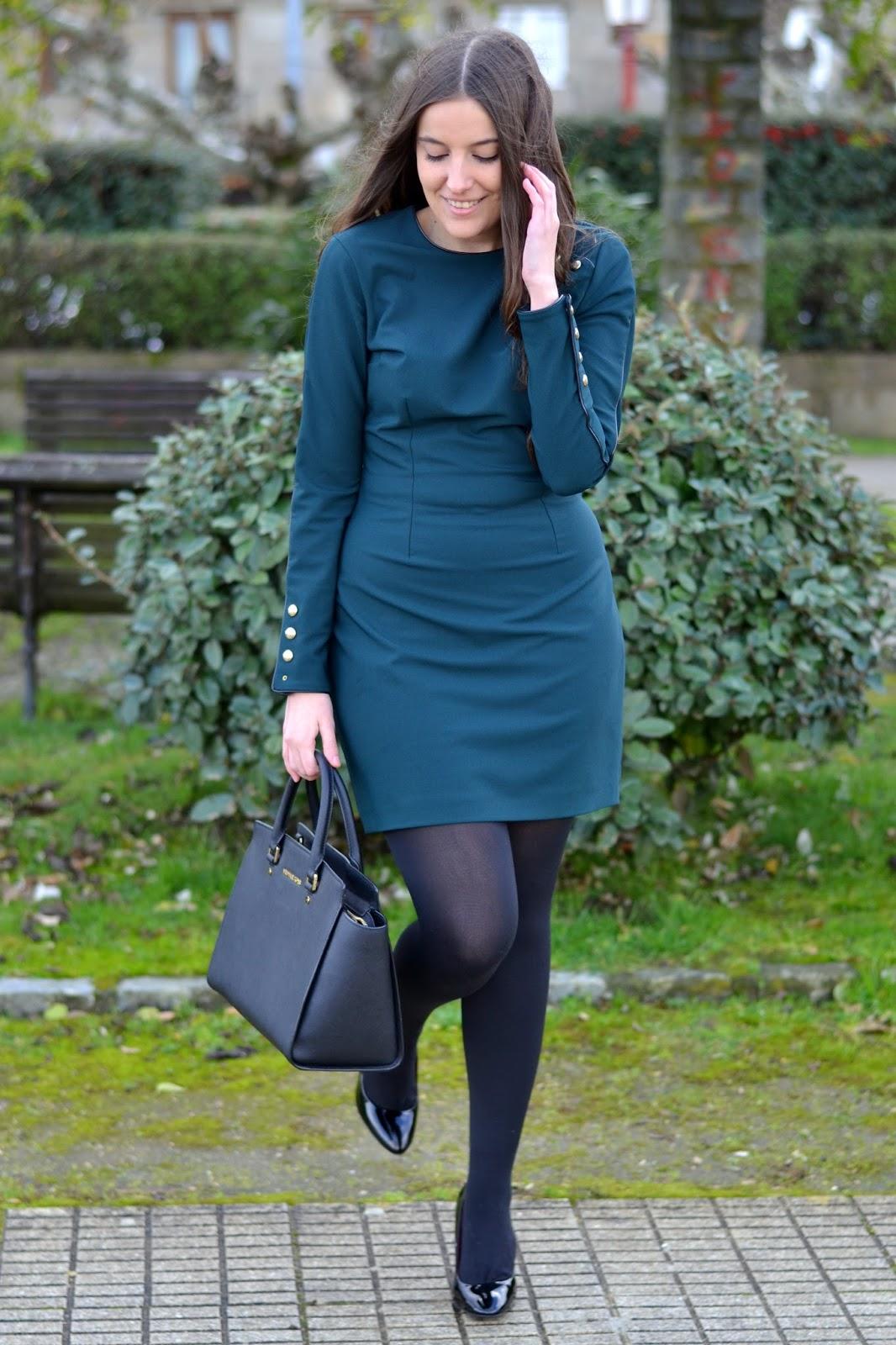 vestido verde complementos negros