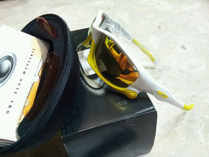 oakley split jacket duxz  Price: S$200 Contact: Ray hp