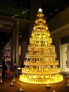 Pohon Natal Dari Berbagai Benda
