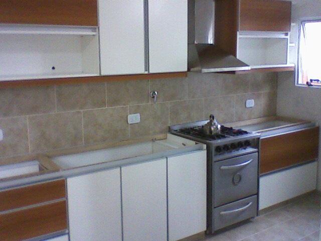 Benjamin cocina melamina blanca nogal sin manijas for Severino muebles cocina alacena melamina blanca