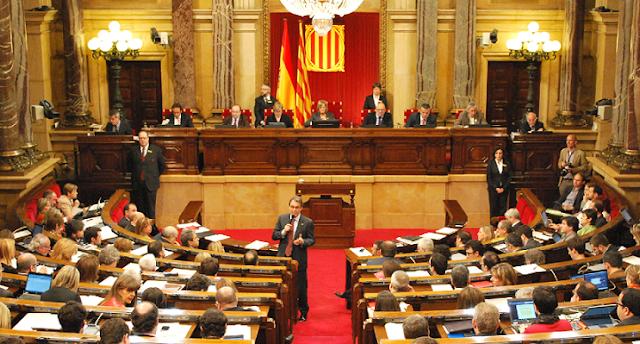El Constitucional anula la resolución independentista del Parlament catalán