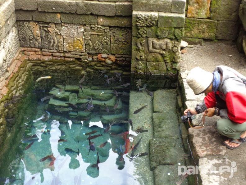 kolam di candi penataran
