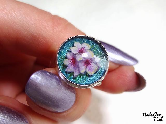 Bague nail art fleurs de cerisier peinte à la main en gel