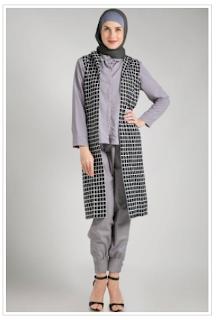 Gaya Padu Padan Busana Muslim Monochrome yang Stylish