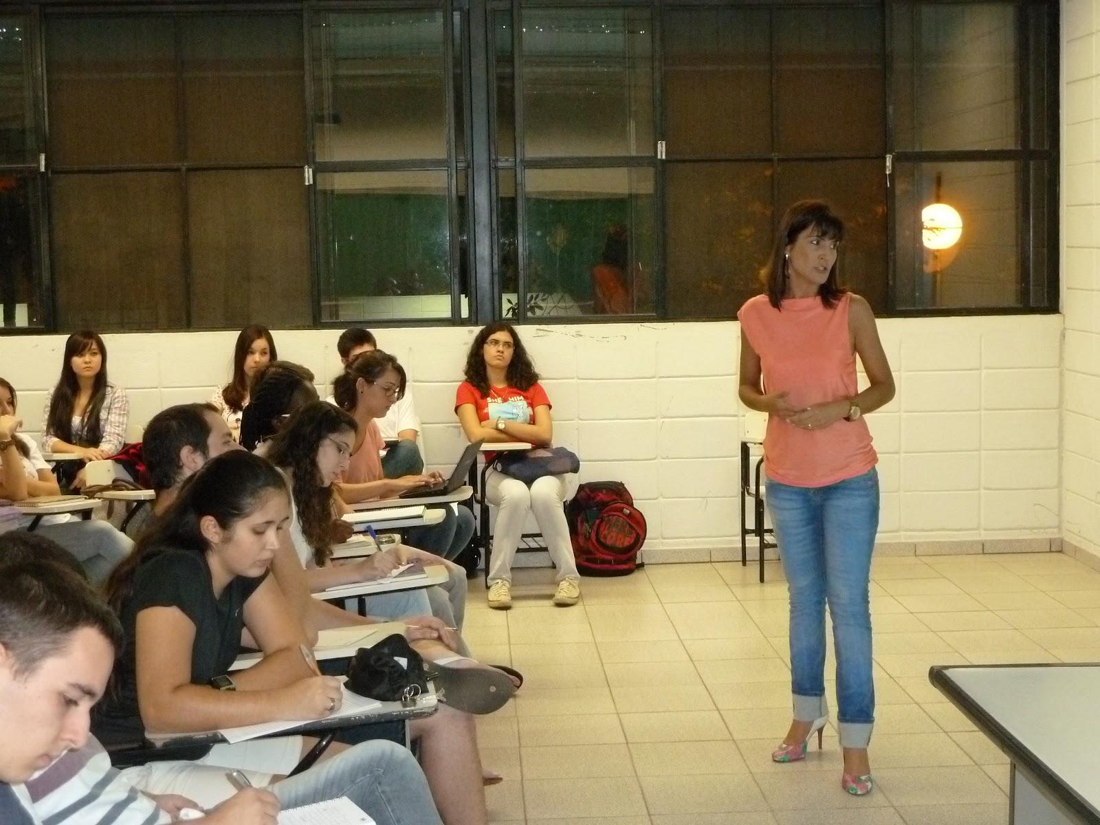 8599ace2c8f9e No dia 10 de abril, em Bauru-SP, a assessora de comunicação da Sabesp,  Cláudia Regina Garcia Bertoni, realizou para os alunos do primeiro ano do  curso de ...