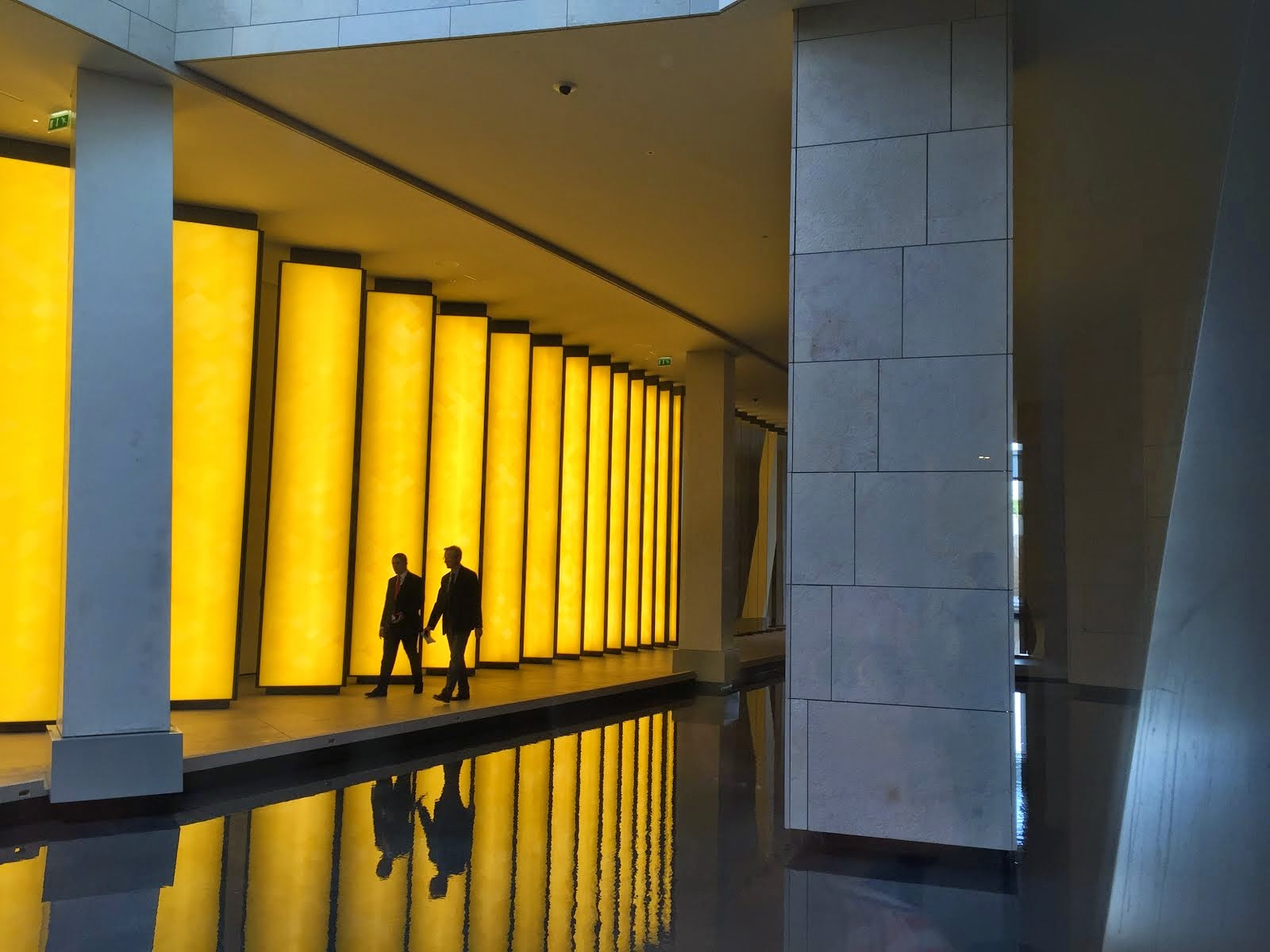 Reflecting pool, Foundation Louis Vuitton