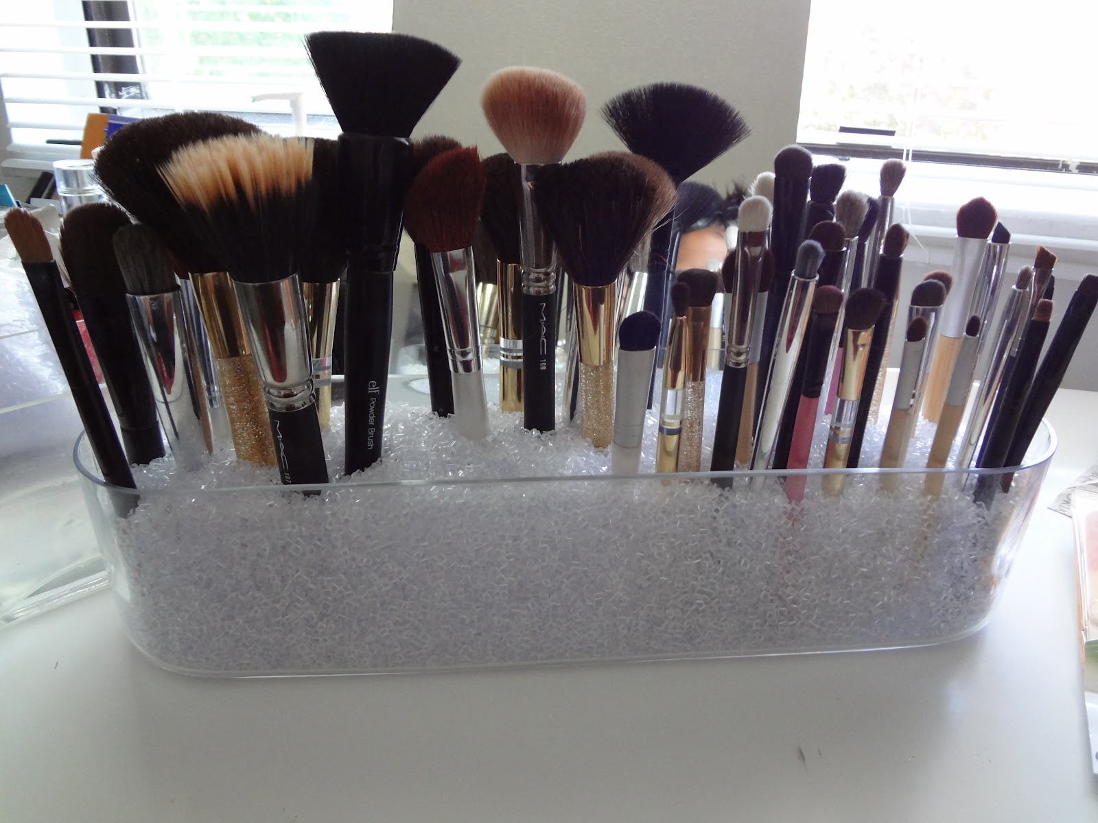 brush holder beads. diy: makeup brush holder beads d