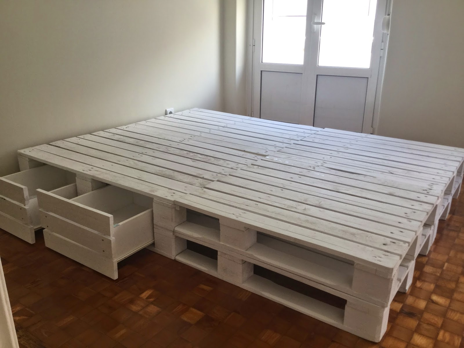 Oficina da madeira cama com gavetas paletes for Cama oficina