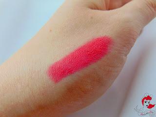 Jade Maybelline 14h Lipstick - Burst of Coral Swatch - www.annitschkasblog.de