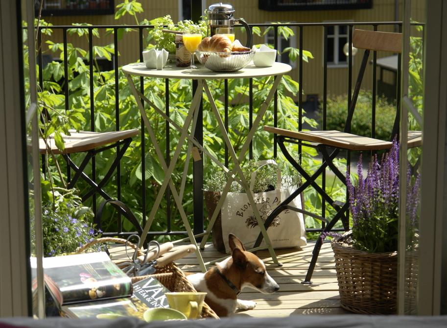 """А вы любите сидеть на балконе? """" ucrazy.ru - источник хороше."""
