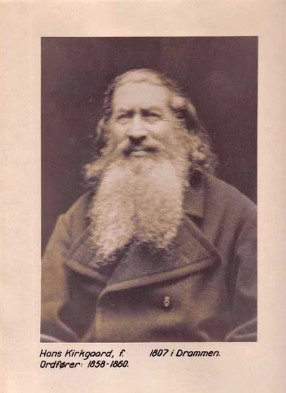 I 1855 hadde to norske nyryddere slått seg ned i Pasvikdalen med i alt 12 familiemedlemmer, foruten at det fantes 6 finske familier med i alt 41 familiemedlemmer, som hadde slått seg ned i Pasvik ca. 1850.