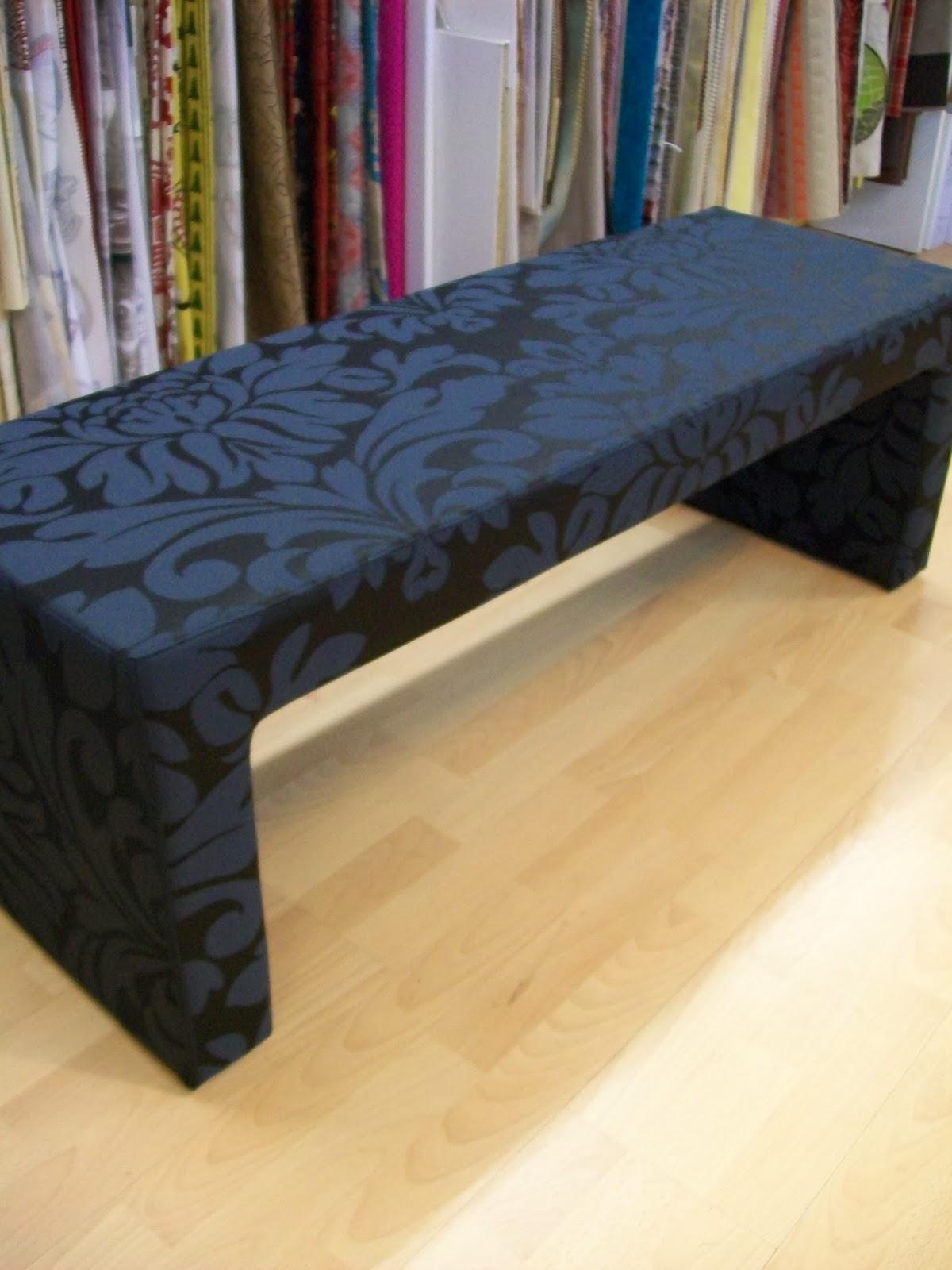 l 39 bout de lit ou banquette de lit. Black Bedroom Furniture Sets. Home Design Ideas