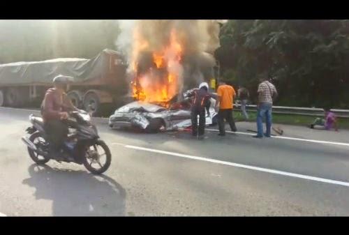 Treler Rempuh Honda Hingga Terbakar Seorang Maut