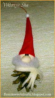 Игрушка на елку своими руками из шишки Гномик