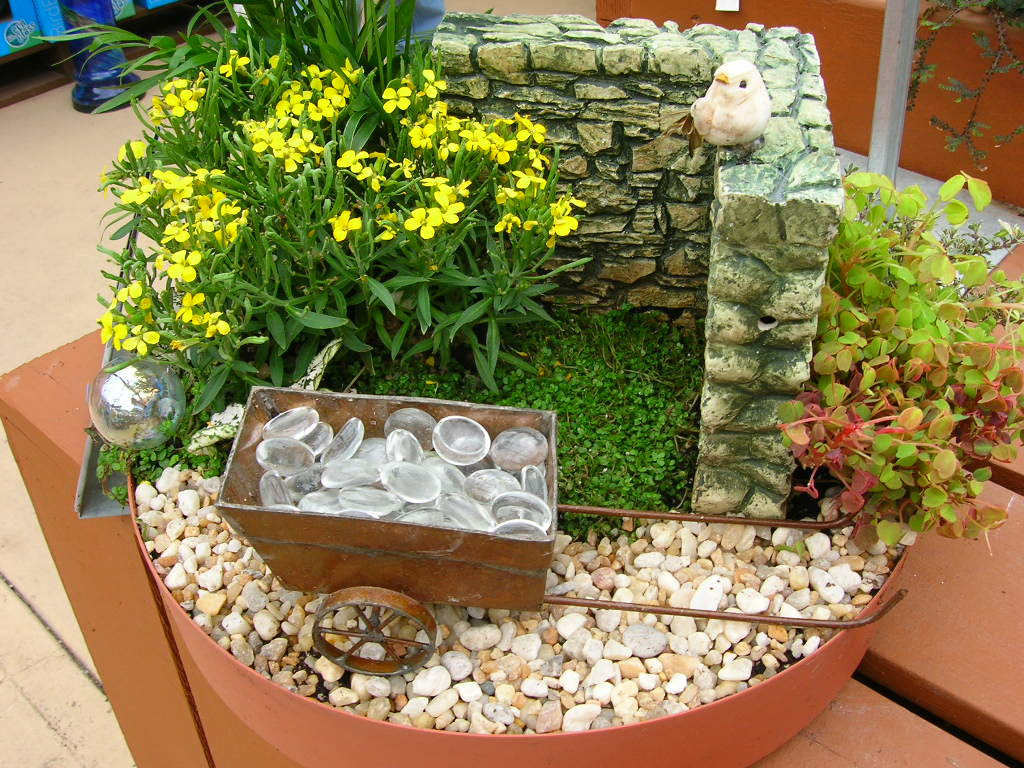Fairy garden ideas gulley greenhouse for Garden patterns ideas