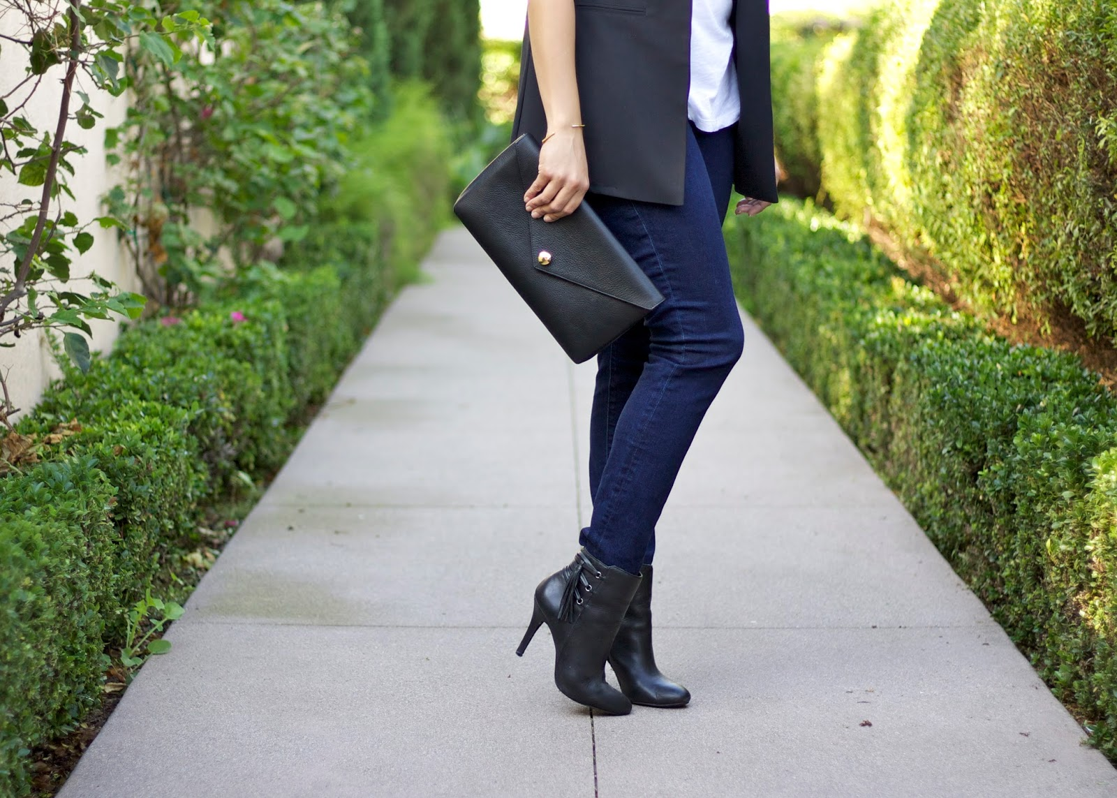 black accessories, black booties, black justfab booties, cabi clothing skinny jeans