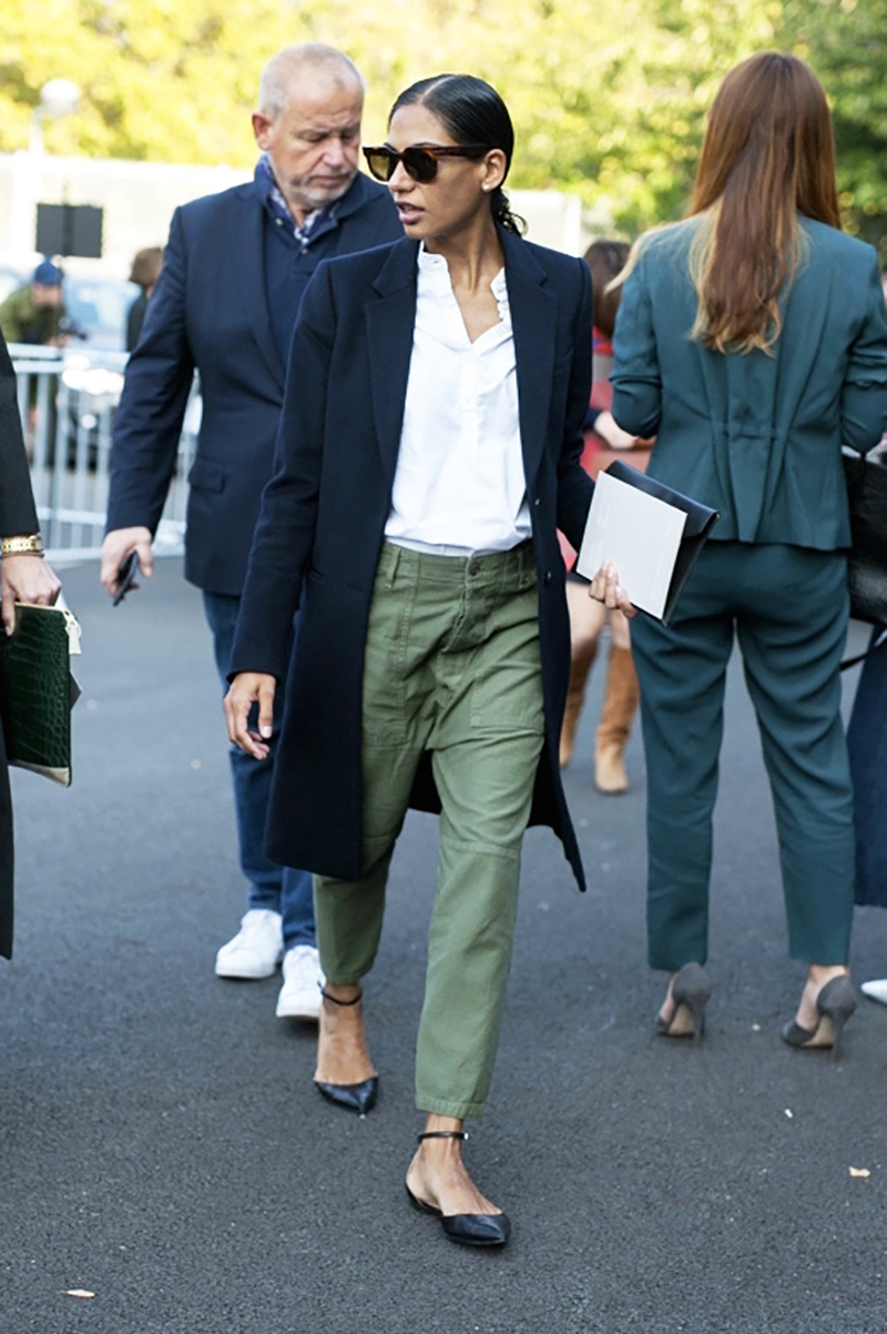 how-to-wear-green-color-caqui-streetstyle-abrigo-cazadora-falda.jersey