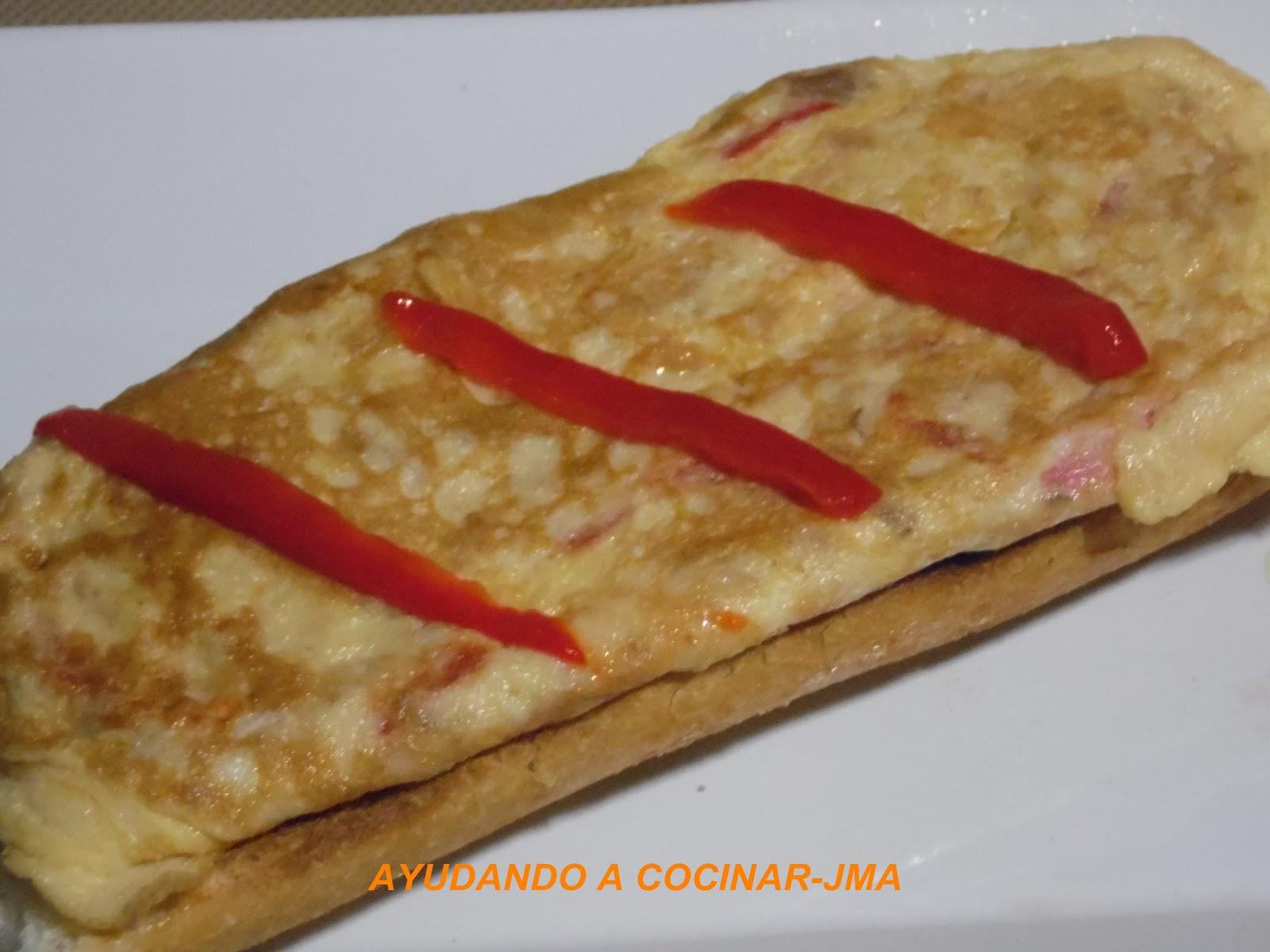 Tortilla De Atún, Pimiento Morrón Y Queso.