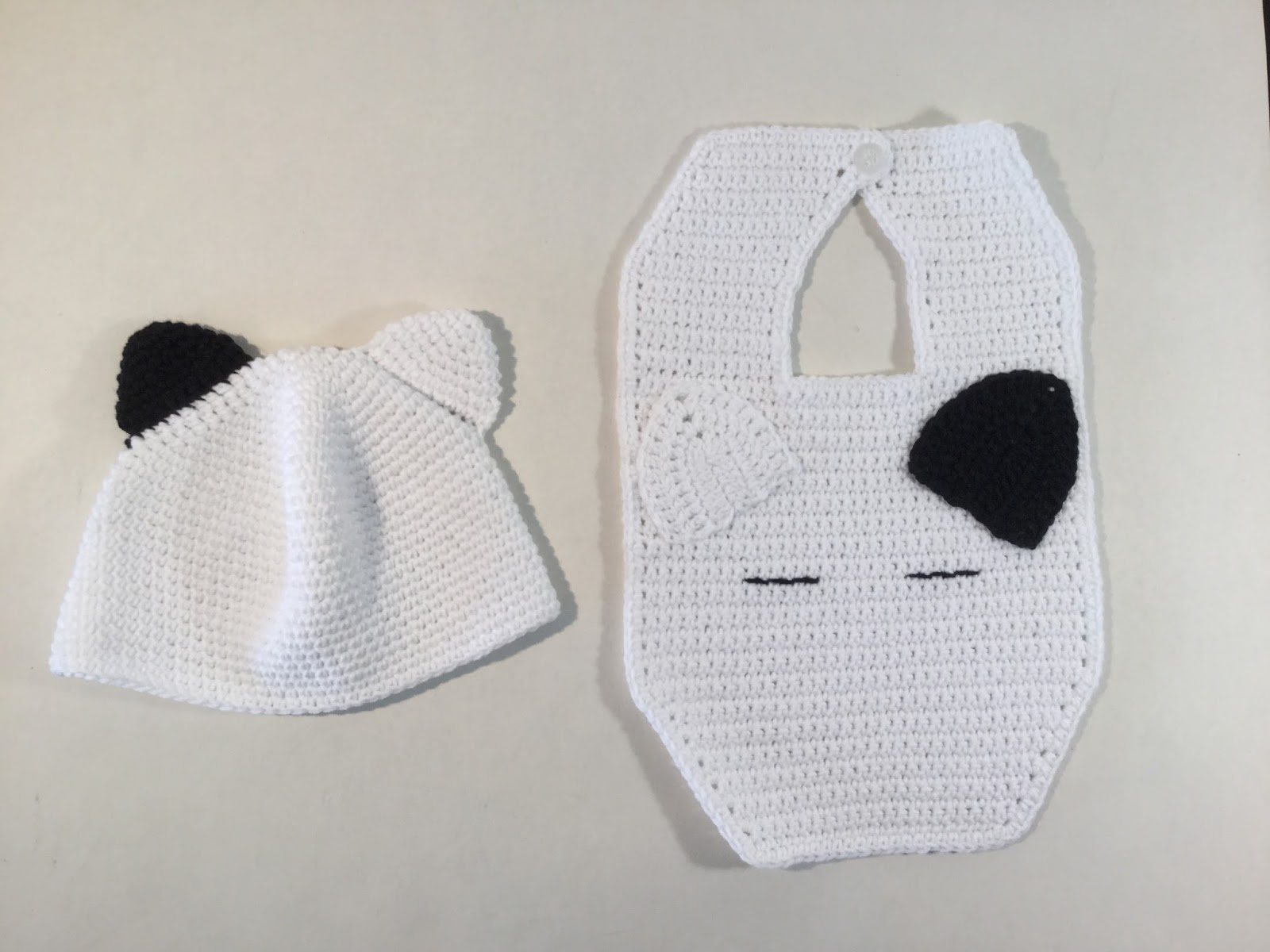 El Gnomo De Ganchillo: Gorro y Babero bebé/ Baby hat and bib