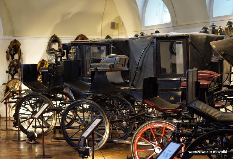 Warszawa Łazienki Królewskie muzea powozy siodło powozownia stajnia kubickiego zabytek zwiedzanie