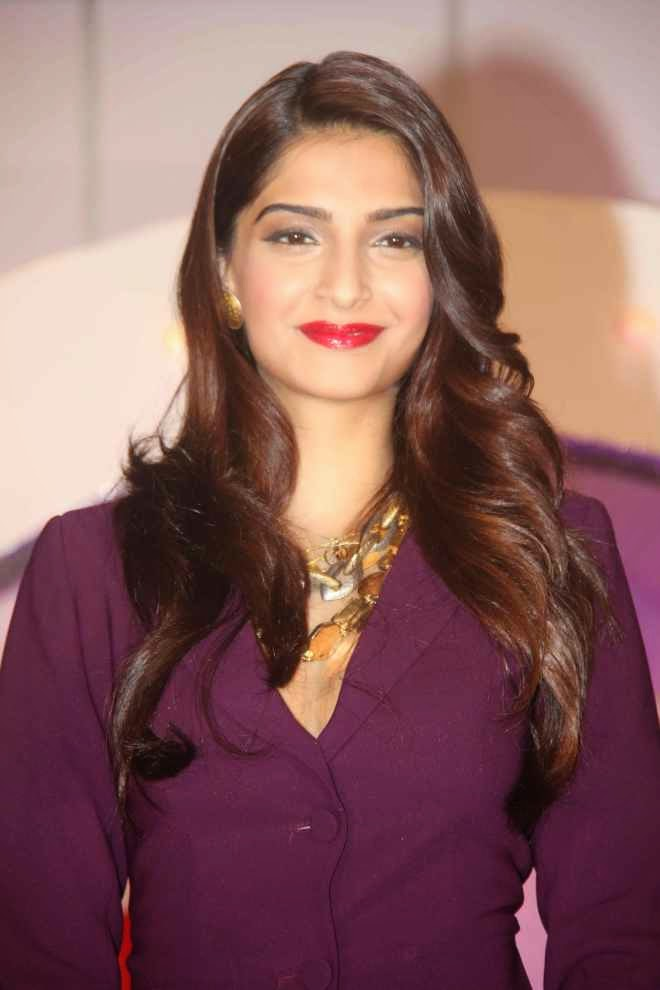 Sonam Kapoor Movies Hot Cleavage Photo In Saree