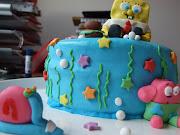 La tarta está hecha a su gusto ya que a él le encanta la vainilla y .