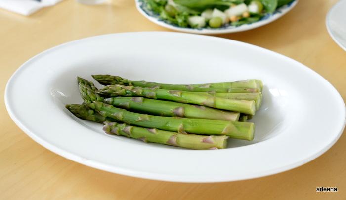 Parsaa, grillibroileria ja salaattia