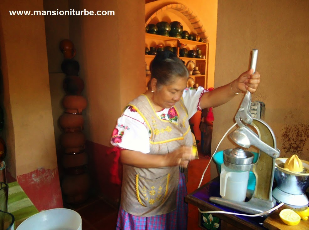 Doña Ines Dimas making fresh lime juice in Santa Fe de La Laguna